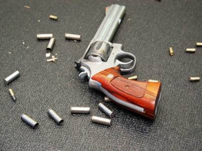 جرائم پیشہ افراد سے اسلحہ منشیات برآمد
