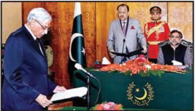 محمود بشیر و رک نے وفا قی وزیر کی حیثیت سے حلف اٹھا لیا