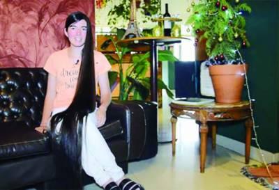 ارجنٹائن میں لڑکی کی 9.4 فٹ لمبی زلفیں، گینز ریکارڈ قائم
