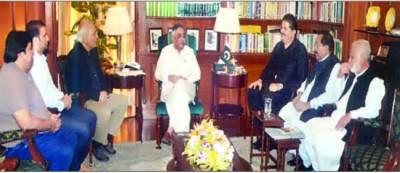 گورنر سندھ سے سینیٹر مشاہد اللہ خان کی ملاقات' کراچی پیکج سمیت دیگر امور پر تبادلہ خیال
