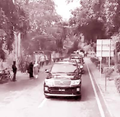 سی سی پی او کی زیر قیادت پنجاب یونیورسٹی میں پولیس کا فلیگ مارچ