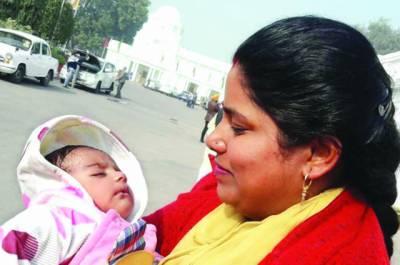 نئی دہلی اسمبلی :خاتون رکن کی اجلاس میں 2ماہ کی بچی سمیت شرکت