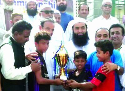 سائوتھ انٹر اسکول یوتھ فٹبال چمپیئن شپ پرائڈ زون اکیڈمی نے جیت لی