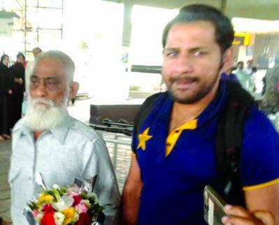 کپتان سرفراز کراچی پہنچ گئے ، میڈیا سے بات کرنے سے گریز
