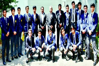 کولمبو' ایچی سن کالج کی فٹبال ٹیم کی پاکستانی ہائی کمشنر سے ملاقات