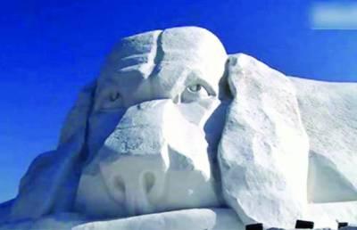 چینی سال کی مناسبت سے کتوں کے دیوہیکل برف کے مجسمے