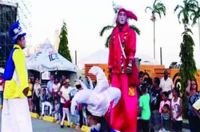 پانامہ : انوکھے ماسک اور کاسٹیومز میں سینکڑوں افراد کا مارچ