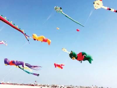 کویت:آسمان سینکڑوں رنگ برنگی پتنگوں سے سج گیا