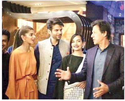 عمران' شیخ رشید' زلفی بخاری سینما پہنچ گئے' فلم کے پریمیئر میں شر کت