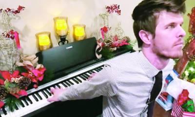 پشت سے پیانو بجانے والا نابینا فنکار