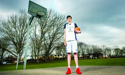 برطانیہ:دنیا کا طویل القامت 16سالہ نوجوان