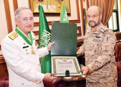 دورہ سعودی عرب کے دوران پاک بحریہ کے سربراہ کو اعلیٰ ترین اعزاز سے نوازا گیا
