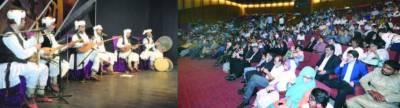 آرٹس کو نسل میں ایرانی میو زیکل گروپ کی پرفارمنس ، لو گ گیت او رقص