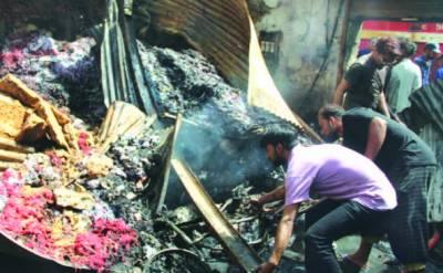 لیاقت آباد: گودام میں آتشزدگی ہزاروں روپے کا سامان خاکستر