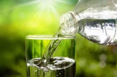 قبض میں مبتلابچوں کو پانی زیادہ مقدار میں پلائیں : ماہرین