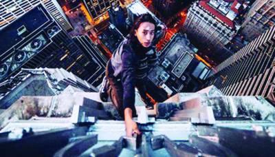 نوجوانوں کا بلندو بالا عمارتوں پر کرتب بازی کا خطرنا ک مظاہرہ