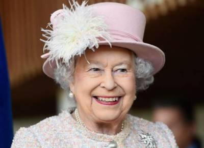 ملکہ برطانیہ 92 برس کی ہو گئیں لندن ٹاور پر توپوں کی سلامی