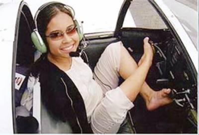 امریکہ میں بازوؤں سے محروم لڑکی پائلٹ بن گئی
