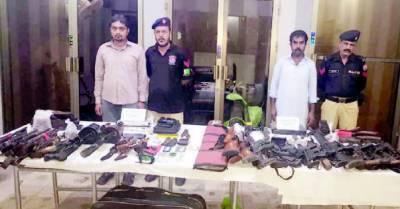 کراچی میں دہشت گردی کی بڑی کو شش نا کا م ، اسلحہ کی کھیپ پکڑی گئی