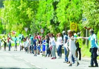 سپین: مطالبہ منوانے کا انوکھا انداز' لاکھوں لوگوں نے ملکر 202کلو میٹرطویل انسانی زنجیر بنا ڈالی