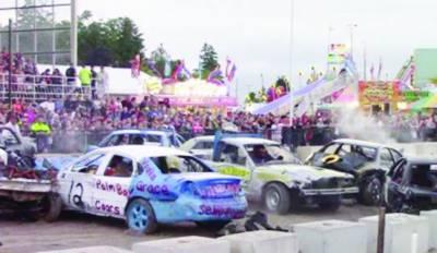 کینیڈامیں گاڑیوں کے درمیان سالانہ زور آزمائی کا مقابلہ