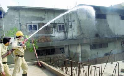 سائٹ میں گارمنٹس کے گودام میں آتشزدگی لاکھوں روپے کا سامان خاکستر