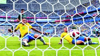 فٹ بال ورلڈ کپ: نیمار نے برازیل کو کوارٹر فائنل میں پہنچا دیا' میکسیکو آئوٹ