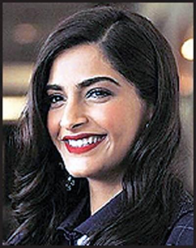 پاکستان جانے کیلئے ترس رہی ہوں:سونم کپور