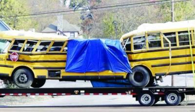 امریکہ: سینکڑوں تماشائیوں کی موجودگی میں بسوں کو ریس لگانی مہنگی پڑ گئی