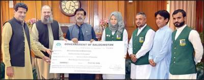 وزیراعلیٰ بلوچستان سے ایشین گیمز میں کانسی کا تمغہ جیتنے والی نرگس کی ملاقات