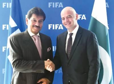 فیفا نے پاکستانی فٹبال کے مسائل حل کروانے کی یقین دہانی کرادی