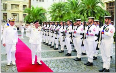 پا ک بحریہ کے سر براہ کا اٹلی پہنچنے پر استقبال ، سلا می پیش کی گئی