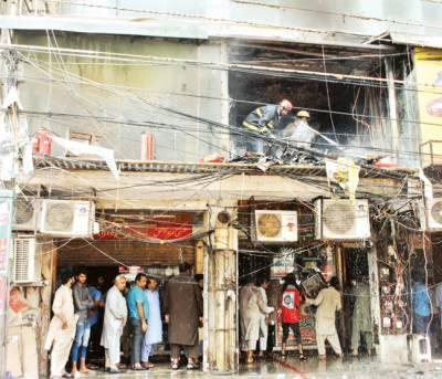 شاہ عالم مارکیٹ: گفٹ شاپ، فرنیچر گودام میں آتشزدگی، 50 لاکھ کا سامان جل گیا