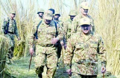 کور کمانڈر راولپنڈی نے جلال پور جٹاں کے قریب فوجی مشقوں کا معائنہ کیا