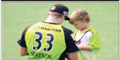 شین واٹسن کا بیٹا میچ کے دوران آٹو گراف لینے میدان میںآگیا