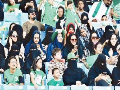 سعودی عرب تبدیلی، 15ہزار خواتین فٹبال میچ دیکھنے سٹیڈیم پہنچ گئیں