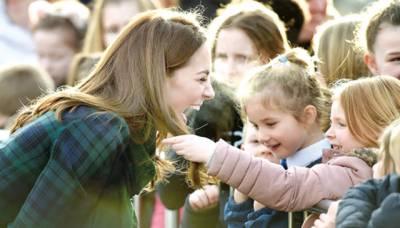 بچے شہزادی کیٹ کی زلفوں کے دیوانے ہوگئے