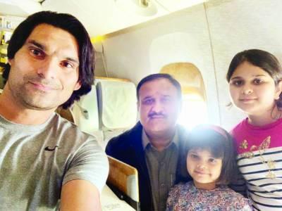فاسٹ بولر محمد عرفان کی طیارے میں عثمان بزدار سے ملاقات سوشل میڈیا پر تصاویرشیئر کردیں