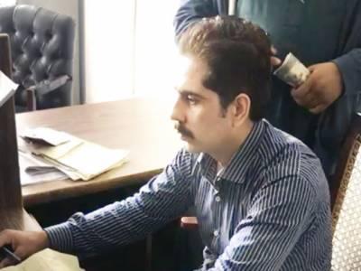 محکمہ ایکسائز موٹر برانچ، افسروں نے کمائی کیلئے پرائیویٹ افراد کو سیٹ پر بیٹھا دیا