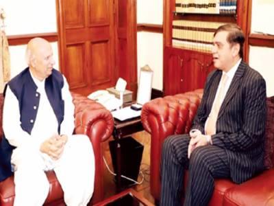 گورنر چوہدری محمد سرور سے پنجاب انسٹی ٹیوٹ آف نیورو سائنسز کے سربراہ پروفیسر خالد محمود کی ملاقات