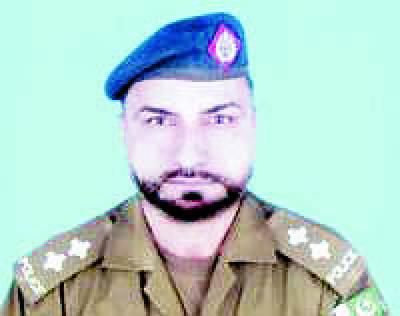 فائرنگ سے زخمی سب انسپکٹر محمد اکرم بٹ بھی جام شہادت نوش کرگئے