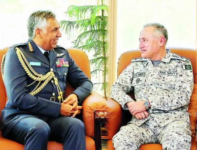 سر براہ رائل عمان ایئر فورس کے پاک فضائیہ' نیول ہیڈ کوارٹرز کے دورے