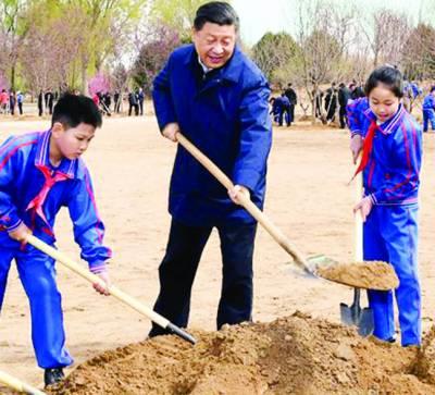 شجرکاری مہم : چینی صدر نے طلباء کے ہمراہ پودالگایا