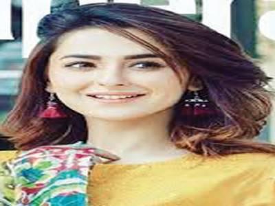 حانیہ عامر کے فیشن شو میں چست لباس پر سوشل میڈیا میں تنقید