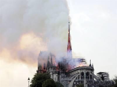قدیم چرچ میں لگی آگ بجھا دی گئی' اصل حالت میں بحال کریں گے: فرانسیسی صدر