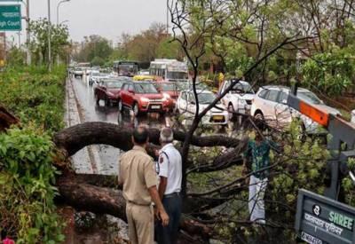 بھارت میں آسمانی بجلی' طوفانی ہوائوں اور بارشوں سے تباہی' زندگی درہم برہم' 30 افراد ہلاک