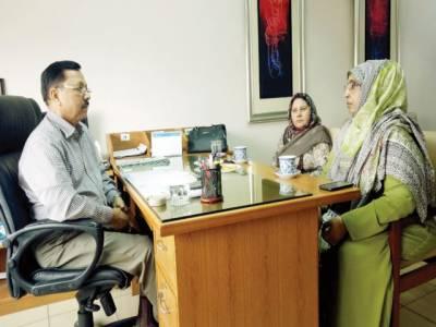 ڈائریکٹر ایڈمنسریشن نوائے وقت لیفٹیننٹ کرنل (ر) سید احمد ندیم قادری سے ممبر کنٹونمنٹ بورڈ نسیم زہرہ کی وفد کے ہمراہ ملاقات