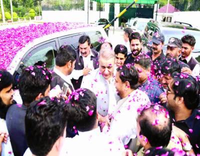 علیم خان ضمانت پر رہا' حکومت نیب قانون ٹھیک کرے: رہنما پی ٹی آئی