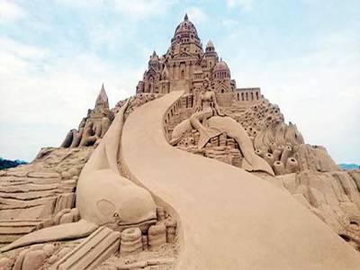 समुंद्र पर रेत के मुजस्समों का आलमी मेला