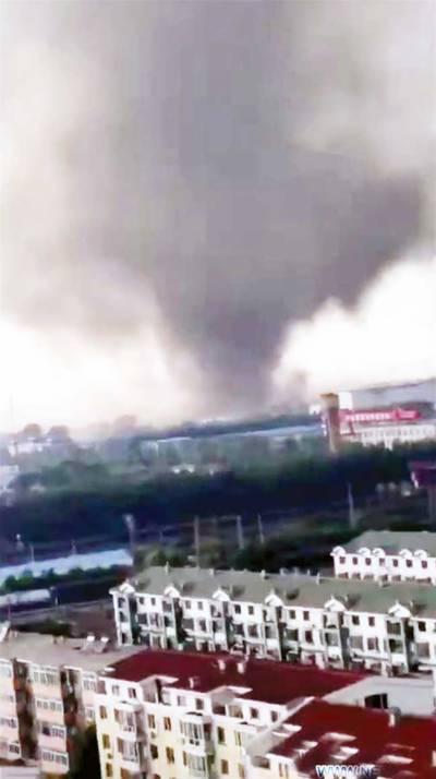 چین :طوفانی بگولے نے تباہی مچا دی، 6 افراد ہلاک، سینکڑوں زخمی